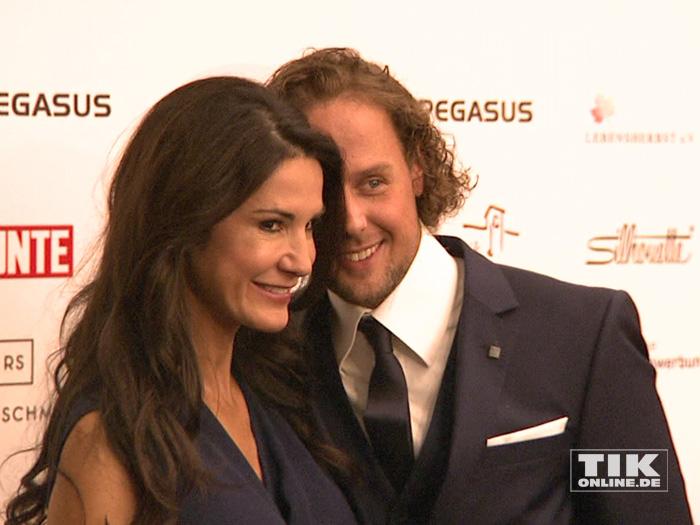 Mariella Ahrens zeigte sich auf der Lebensherbst-Gala 2015 ganz verliebt mit ihrem Freund Sebastian Esser