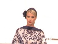 Lena Gercke zeigt Mode von Guido Maria Kretschmer