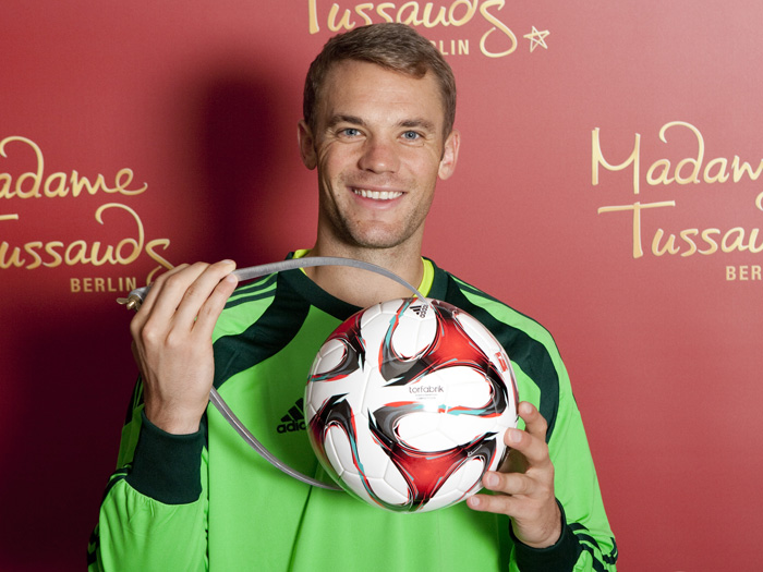 manuel neuer bei madame tussauds. Black Bedroom Furniture Sets. Home Design Ideas