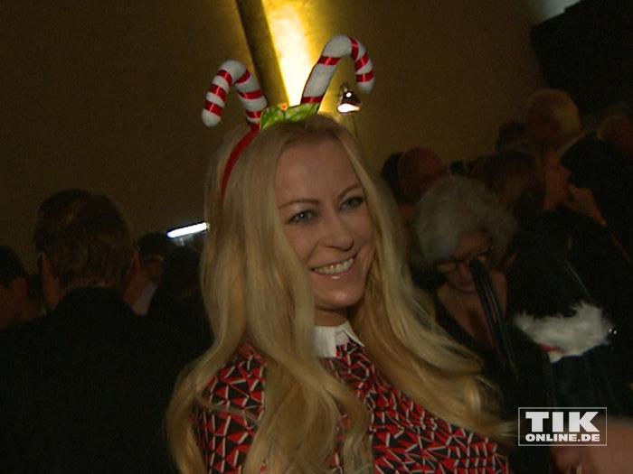 Jenny Elvers mit weihnachtlichem Kopfputz auf der Medienboard-Weihnachts-Party 2015 in Berlin