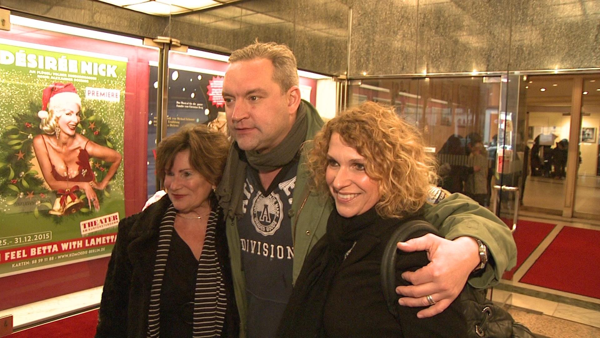 """Christian Kahrmann posierte mit Kollegin Heike Kloss bei der Premiere des Musicals """"Eine Weihnachtsgeschichte"""" in Berlin"""