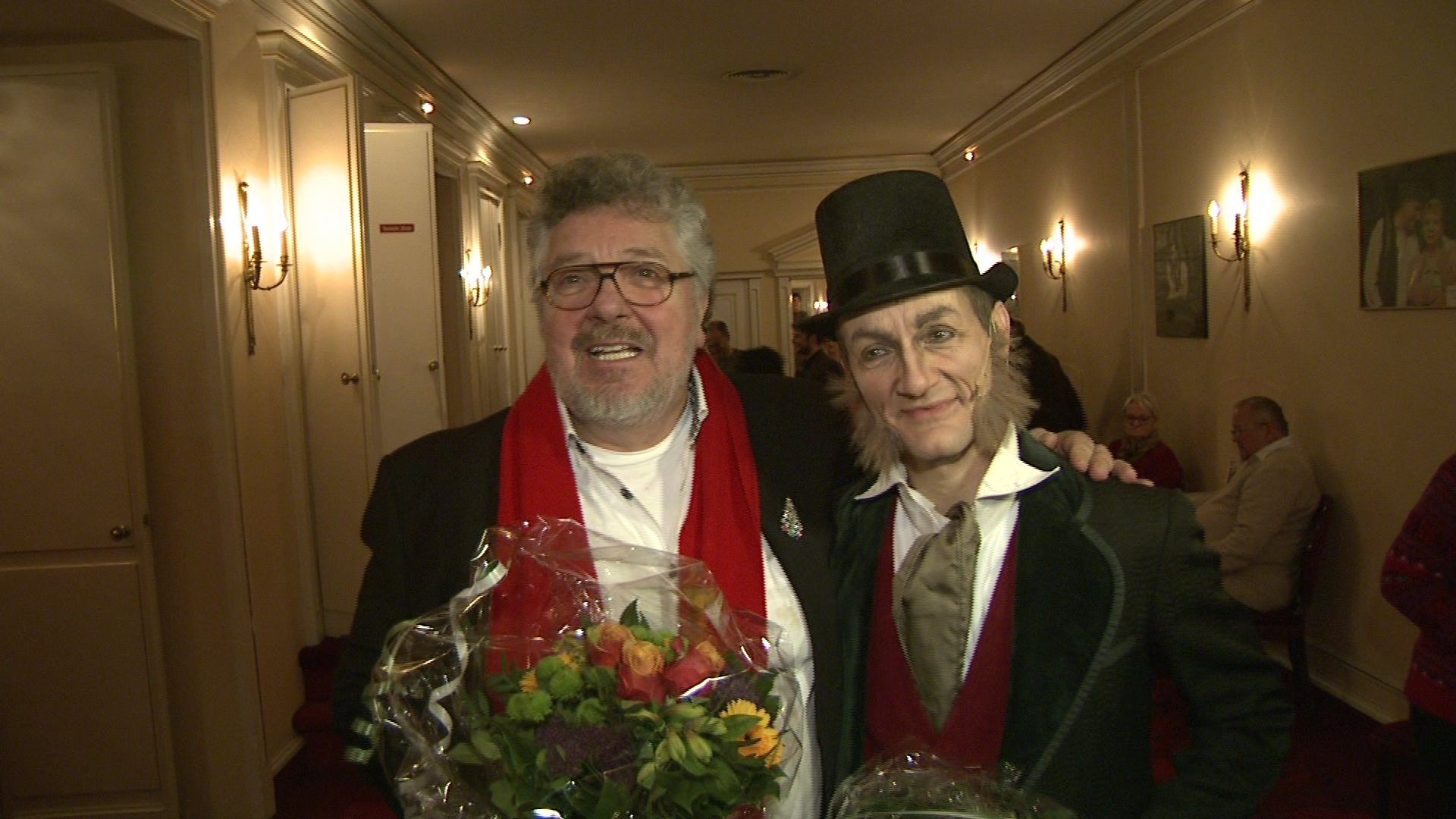 """Michael Schanze mit Ebenezer Scrooge bei der Premiere des Musicals """"Eine Weihnachtsgeschichte"""" in Berlin"""