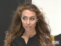 Queensberry-Sängerin Miss Ronja posiert mit offenem Haar