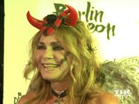 Maren Gilzer als gefallener Engel bei der Halloween-Party von Natascha Ochsenknecht