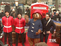 "Bei der ""Paddington""-Premiere in Berlin war der rote Teppich ein Mini-London - inklusive roter Telefonzelle und Grenadier Guards"