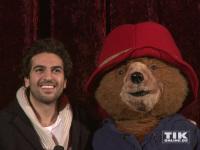 Paddington und Elyas M'Barek bedanken sich bei den Premieren-Gästen im Berliner Zoo Palast