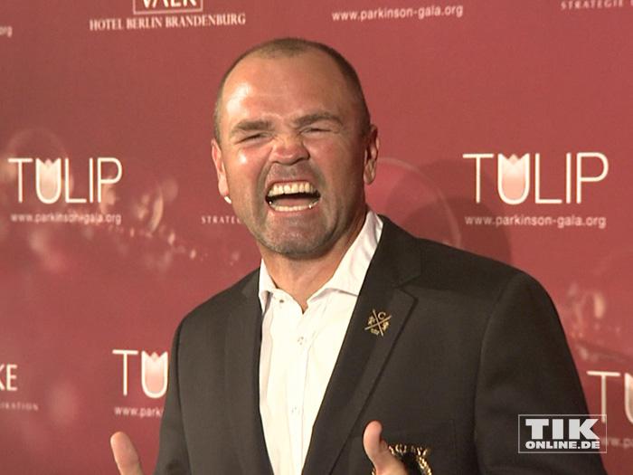 Sven Ottke zeigt Zähne