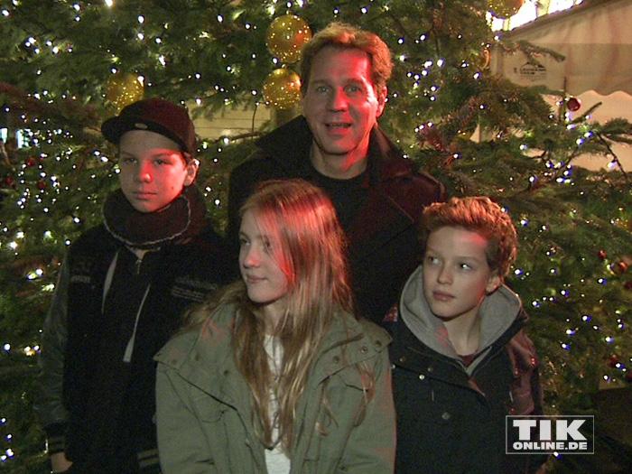 Thomas Heinze mit seinen Kindern bei der Premiere des Roncalli Weihnachtscircus 2015