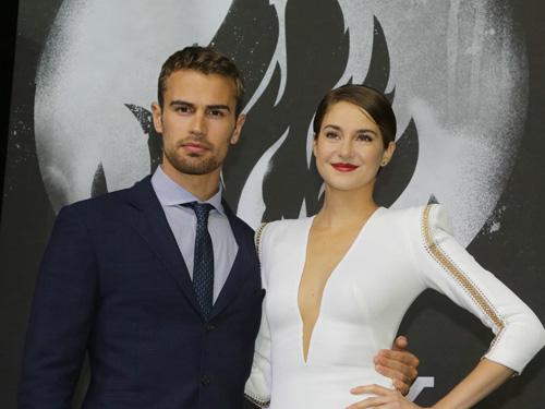 Theo James und Shailene Woodleybei der Deutschlandpremiere von DIE BESTIMMUNG - DIVERGENT im Sony Center