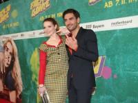 Karoline Herfurth und Elyas M'Barek zeigen den Finger