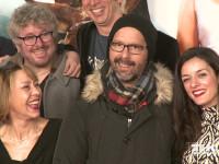 """Der Cast der Komödie """"Highway to Hellas"""" posiert trotz kühler Temperaturen gut gelaunt bei der Premiere in Berlin für die Fotografen"""
