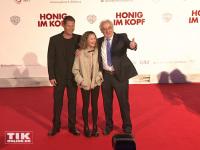 """Til Schweiger, Emma Schweiger und Dieter Hildebrand posieren auf dem roten Teppich der Premiere von """"Honig im Kopf"""""""