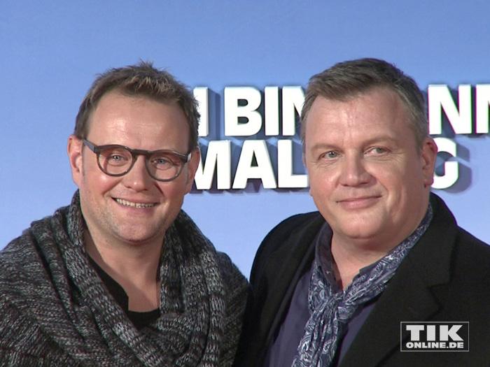 """Devid Striesow könnte als Doppelgänger von Hape Kerkeling durchgehen, wie man bei der Premiere von """"Ich bin dann mal weg"""" in Berlin sehen konnte"""