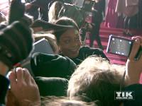"""Naomie Harris geht bei der """"James Bond - Spectre""""-Premiere in Berlin mit den Fans auf Tuchfühlung"""