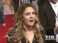 """Drew Barrymore leicht verpeilt bei der Premiere von """"Urlaubsreif"""" in Berlin"""