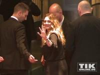 """Drew Barrymore winkt den Fans bei der Premiere von """"Urlaubsreif"""" in Berlin"""