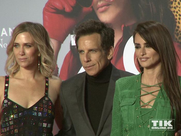 """Kristen Wiig, Ben Stiller und Penelopé Cruz posieren auf der """"Zoolander 2""""-Premiere in Berlin"""