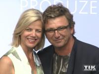 """""""Bergdoktor"""" Hans Sigl posiert mit seiner Frau Susanne Kemmler beim Produzentenfest 2015"""