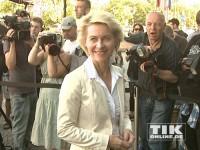 Bundesverteidigungsministerin Ursula von der Leyen auf dem Weg zum 60. Geburtstag von Angela Merkel