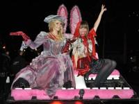 """Die """"Verbotene Liebe""""-Schauspielerinnen Jana Julie Kilka und Renée Weibel lassen sich bei der Horror Glam Night gerne auf die Schippe nehmen"""