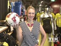 Ruth Moschner mit Fußball