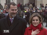 König Felipe und Königin Letizia von Spanien frieren am Brandenburger Tor in Berlin