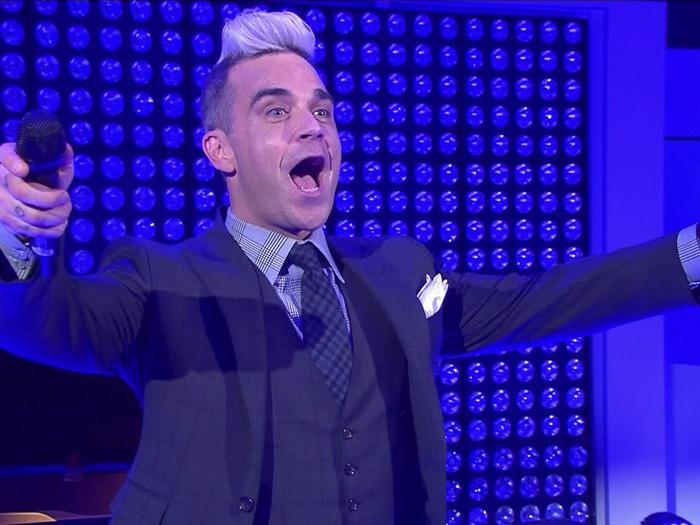 Robbie Williams heizt bei der Eröffnung der neuen VW-Konzernrepräsentanz in Berlin kräftig ein