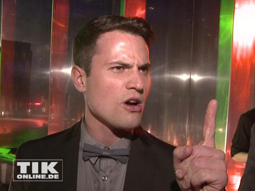 Rocco Stark mit erhobenem Zeigefinger beim Music Meets Media 2013