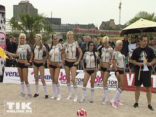 Frauen Spielen Nackt Fußball