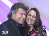 Andy Borg posiert verschmust mit seiner Ehefrau Birgit bei den Smago Awards in Berlin