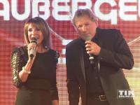 Bernhard Brink performt mit seiner Kollegin Ireen Sheer bei den Smago Awards in Berlin
