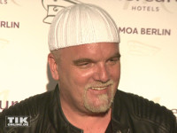 DJ Ötzi alias Gerry Friedle posiert mit seiner bekannten weißen Mütze beim Smago Award 2015