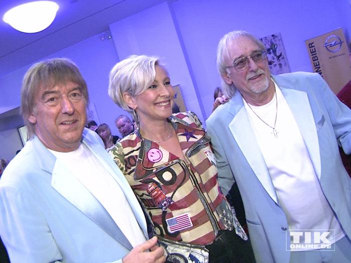 Die Amigos und Claudia Jung posieren gemeinsam bei den Smago Awards in Berlin