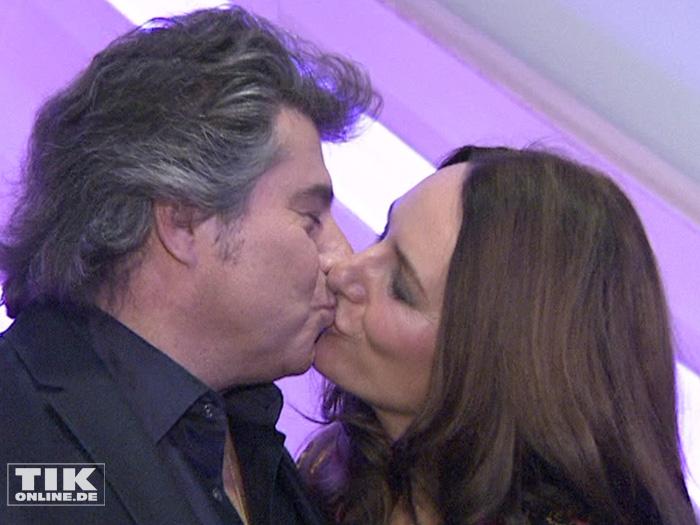 Andy Borg gibt seiner Ehefrau Birgit bei den Smago Awards in Berlin ein Küsschen