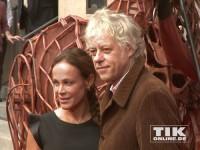 """Sir Bob Geldof und Sonja Kirchberger bei der """"Gefährten""""-Premiere in Berlin"""