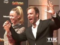 """Dominic Boeer gut gelaunt bei der """"Gefährten""""-Premiere in Berlin"""