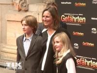 """Tita von Hardenberg mit ihren Kindern auf der """"Gefährten""""-Premiere"""