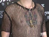 Das Netzhemd von Bill Kaulitz gab den Blick auf seine tätowierte Brust frei