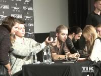 Tokio Hotel beglücken ihre Fans mit Autogrammen und Fotos