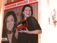 Film-Diva Hannelore Elsner freut sich über ihren Askania Award 2016