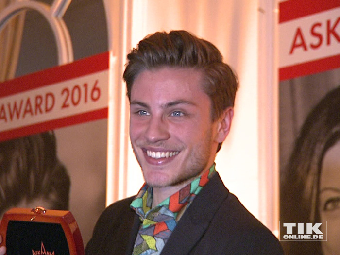 Schauspieler Jannik Schümann freut sich über seinen Askania Award 2016