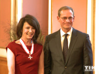 Berlins Regierender Bürgermeister Michael Müller überreichte Iris Berben ihren Berliner Landesorden