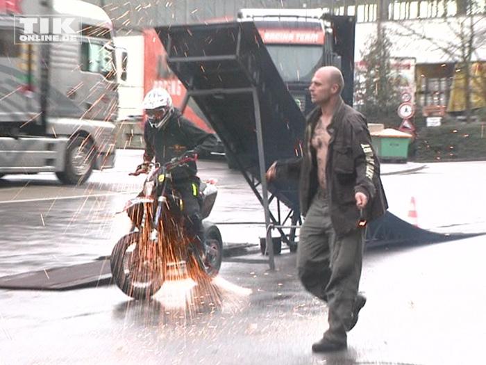 """Stuntman Sebastian """"Satu"""" Kopke beim Warm up der Berliner Motorrad Tage BMT 2016"""
