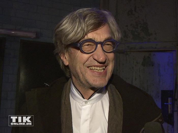 Ein bestens gelaunter Wim Wenders auf der Weihnachtsfeier 2014 des Medienboard Berlin-Brandenburg