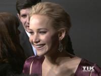 """Jennifer Lawrence strahlt bei der """"Die Tribute von Panem - Mockingjay 2""""-Premiere in Berlin"""