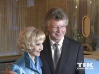 Liselotte Pulver und Hans-Joachim Flebbe bei der Wiedereröffnung des Berliner Zoo Palasts